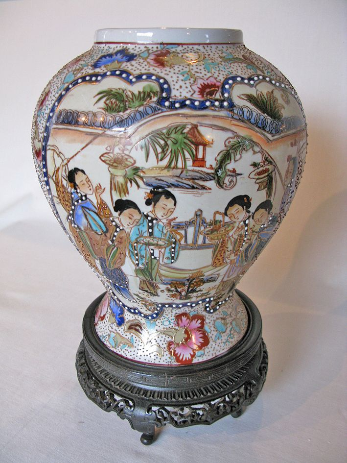 An Early 20th Century Chinese Satsuma Vase Antiques For The Home