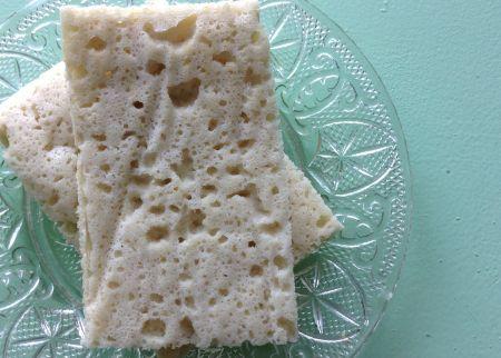 Dos ingredientes -tres si contamos la sal- para obtener algo muy rico, bastante parecido a un pan de molde, sin gluten, y con un índice glucémico muy bajo. Lo que más disfruto de esta receta es el ...