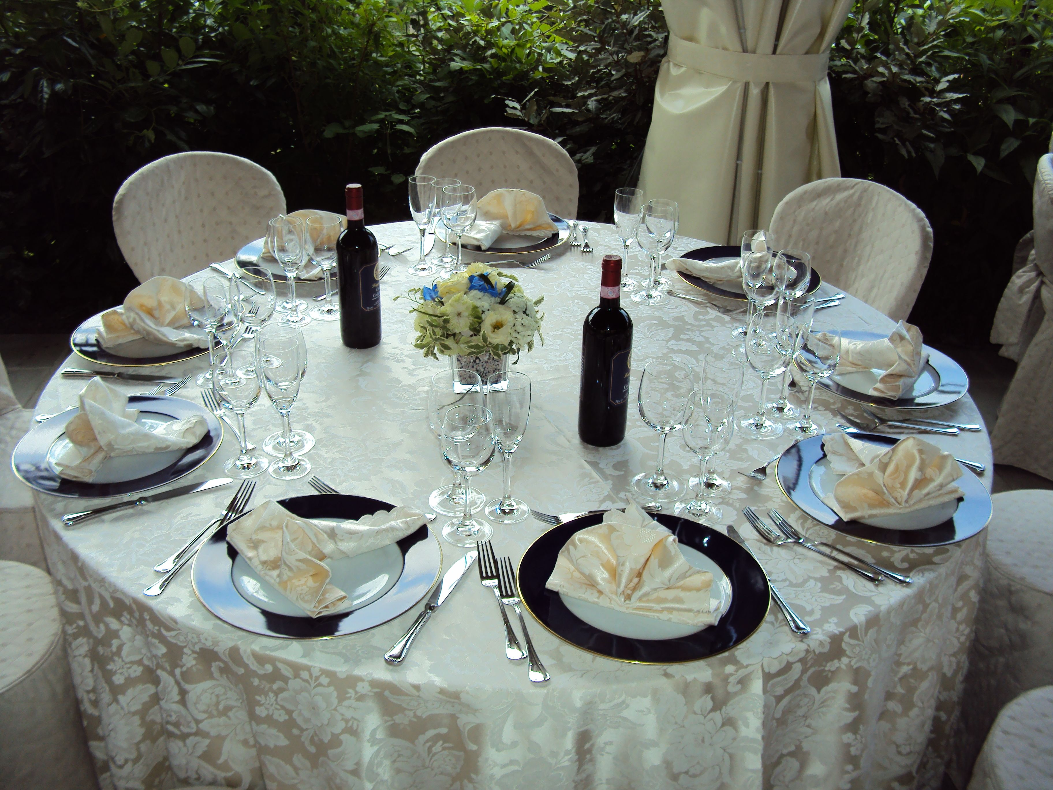 Blue And Gold Table Setting Damask White Tablecloth Ivory Chair Covers Blue And Gold