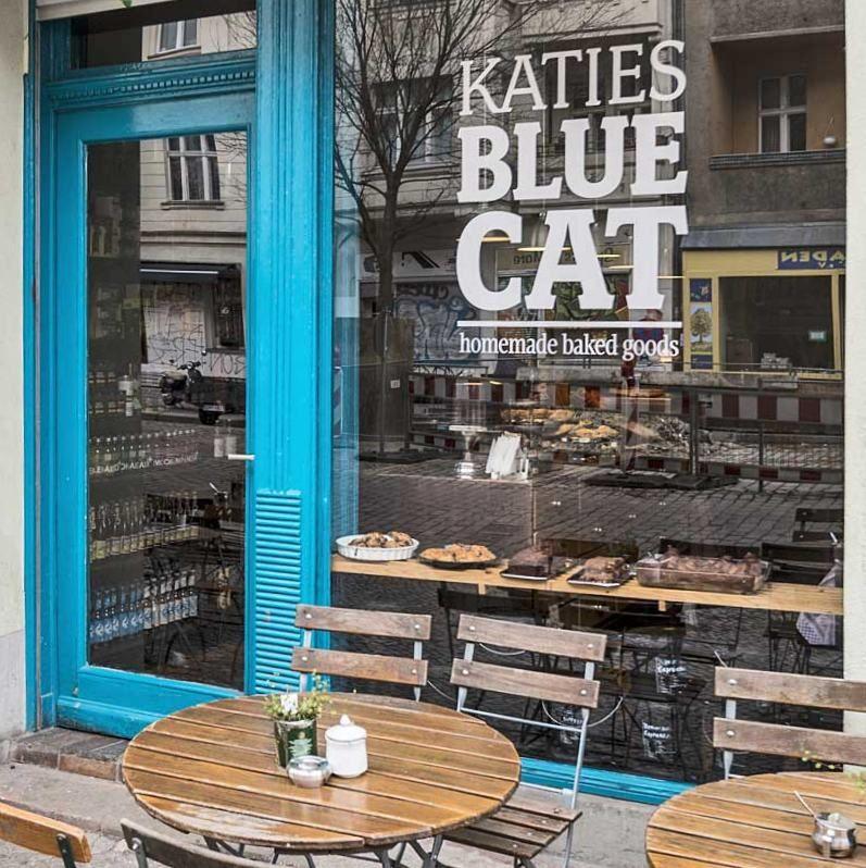 Katie S Blue Cat Cookies Muffins Co In Kreuzberg Blaue Katzen Katzen Kaffee Berlin Essen