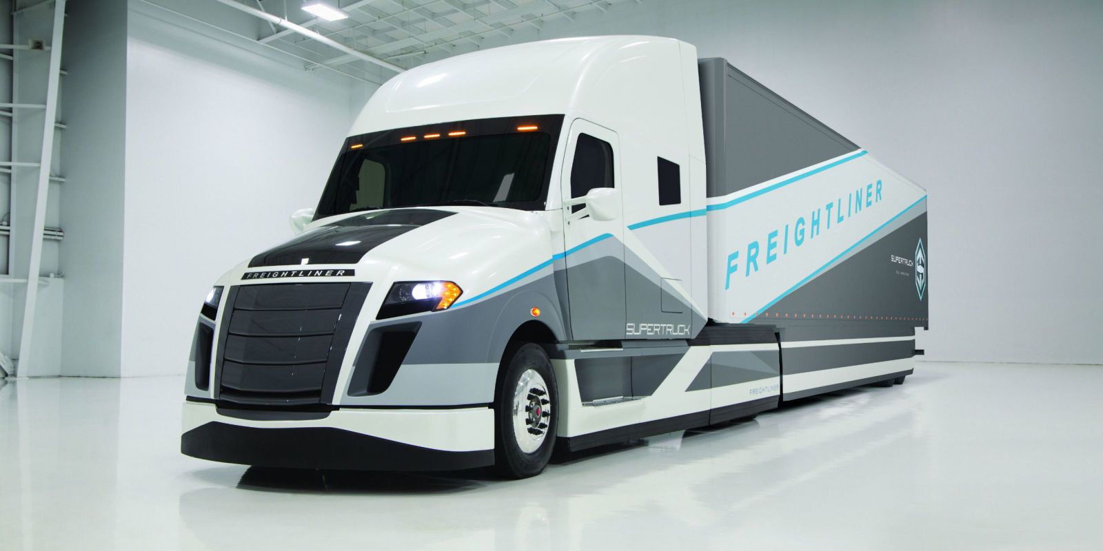 Hybrid Big Rig Doubles The Mileage Of Todays Trucks Truck Semi Fuel Filter Freightliner Supertruck Improves Economy By 115 Percent And Cools Cargo Compartment With Solar Power