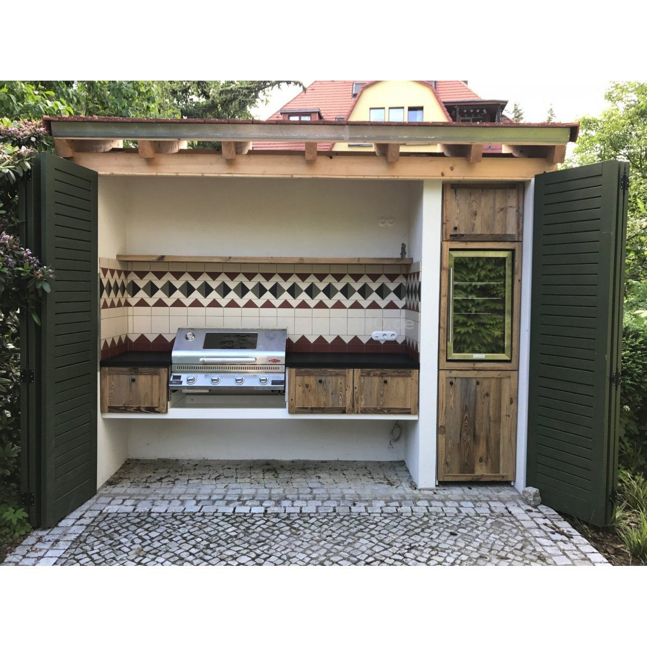 Ländliche Rustikale Außenküche Mit Beefeater Einbaugrill Und Überdachung Rustic Outdoor Kitchen With Be Eingebauter Grill Outdoor Grill Küche Outdoor Küche