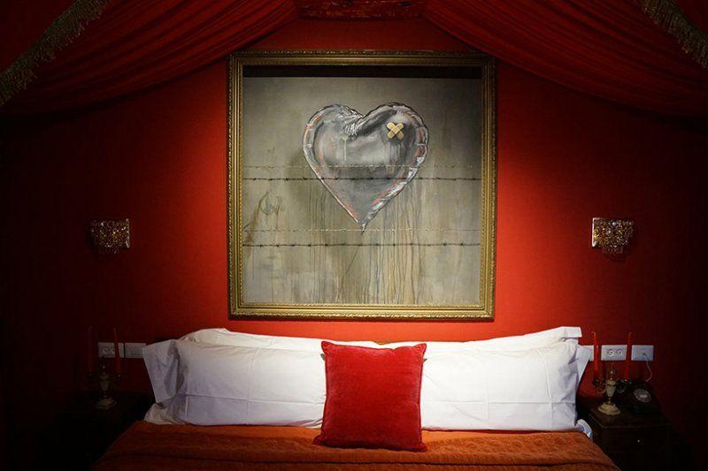 Работы Бэнкси украсили стены арт-отеля в Вифлееме