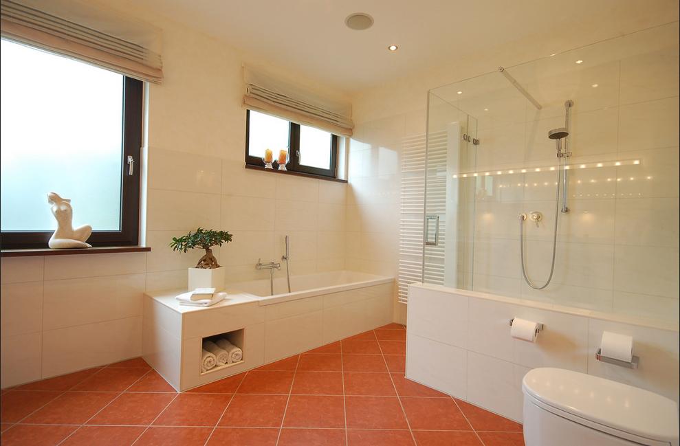 Deckenbeleuchtung Badezimmer ~ Badezimmer ohne fenster badezimmer mit hellen beleuchtung