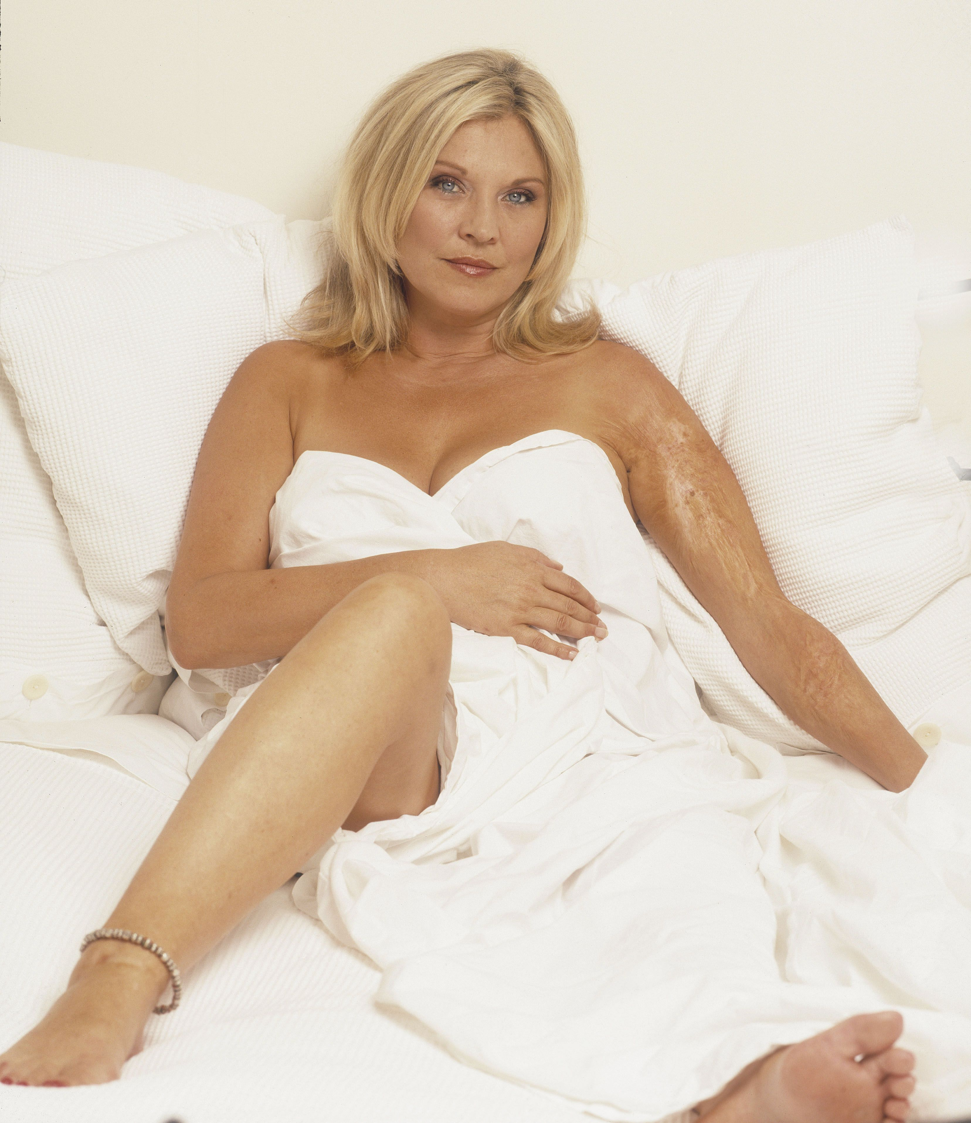 photo Amanda Redman (born 1957)