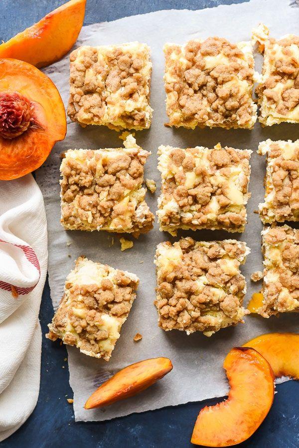 Peach Cobbler Cheesecake Bars | NeighborFood #peachcobblercheesecakeinajar