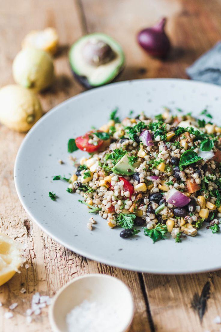 Sommerlicher Buchweizensalat mit Avocado & frischen Kräutern · Eat this! Foodblog • Vegane Rezepte • Stories