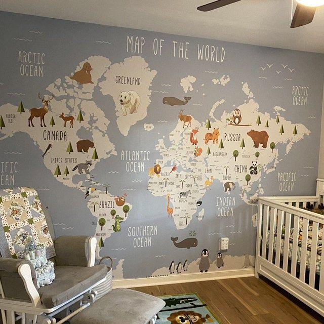 World Map Wall Muurschildering Kinderen Kaart Met Dierlijke Etsy In 2021 Nursery Wallpaper Map Wall Mural Nursery Mural