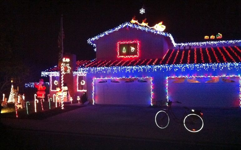 christmas lights garage - Google Search - Christmas Lights Garage - Google Search Christmas Garages