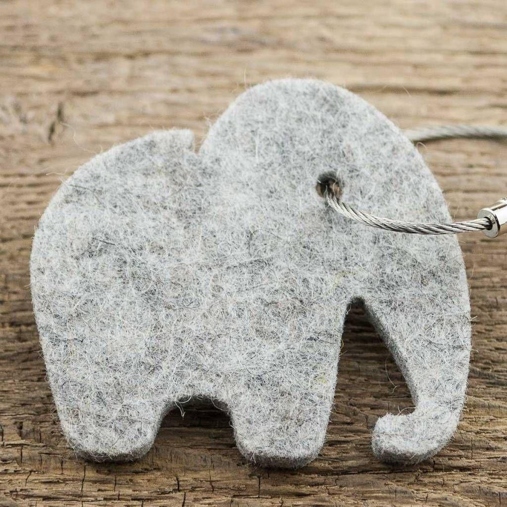 werktat Kleines Geschenk: Filz Schlüsselanhänger Elefant hell grau ...