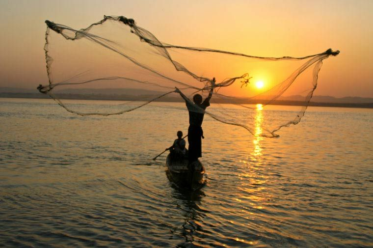 Mandalay myanmar fisherman throwing casting net on for Throw nets for fishing