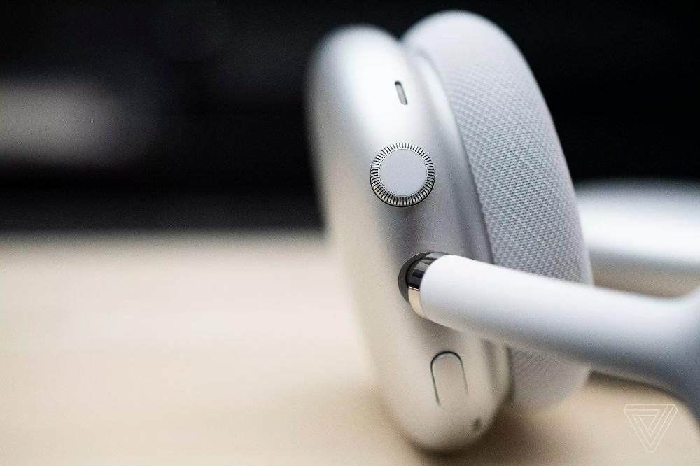 Apple Airpods Max First Look Lots To Prove Apple Headphone Digital Crown Apple