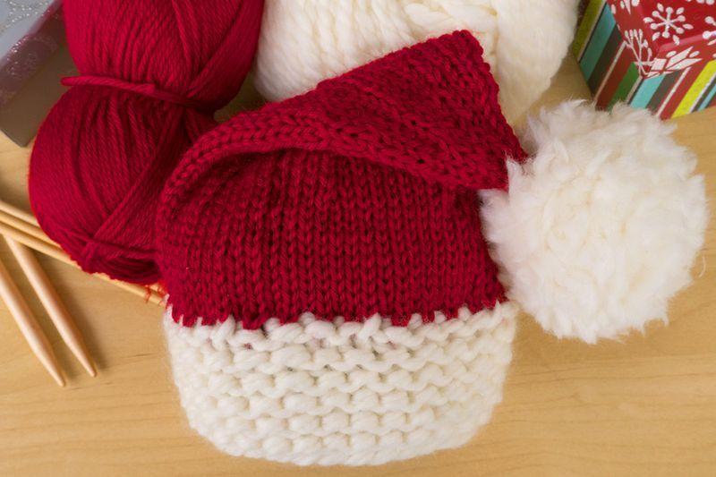 Here\'s a Free Knitting Pattern to Make a Baby Santa Hat | Baby santa ...