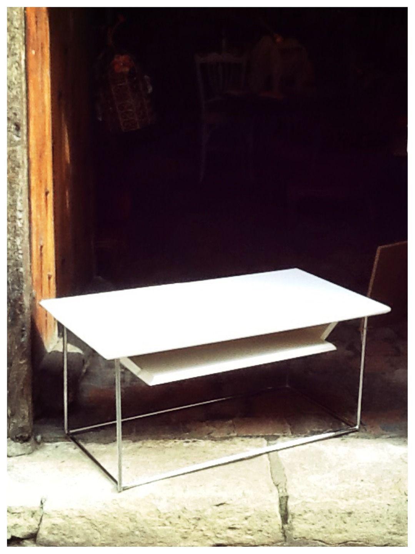 Table basse avec tablette style moderne