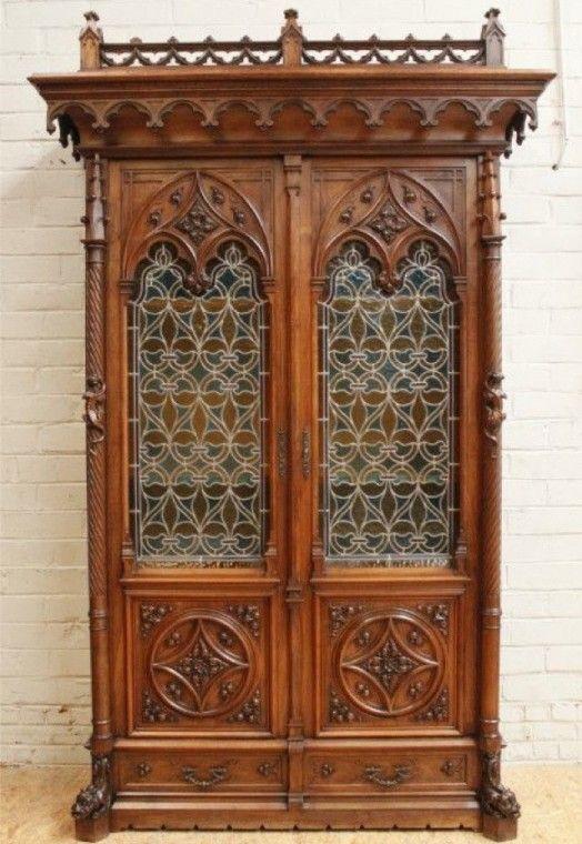 Arredare casa con mobili antichi - Libreria gotica in noce ...