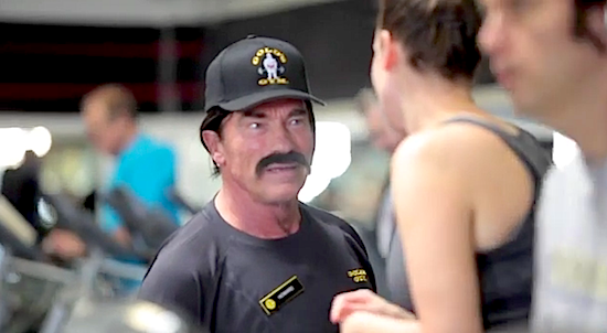 Arnold Works at Gold's (VIDEO)