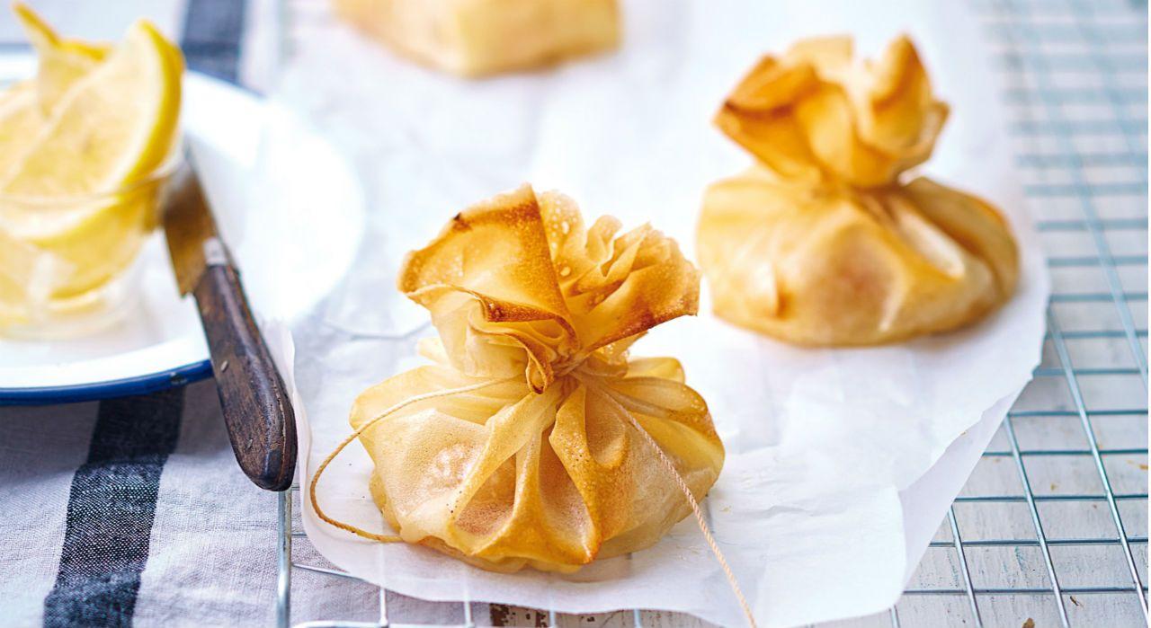 Originale cette recette de coquilles Saint-Jacques en feuilles de brick Pour 4 personnes Préparation: 30 min Attente : 1 h Cuisson : 12 min Ingrédients: 30 g de beurre fondu 8 grosses noix de ...