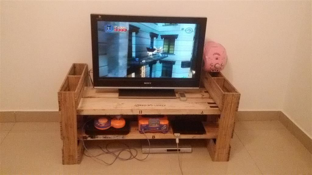 Diy Entertainment Tv Cabinet Using Recycled Pallet