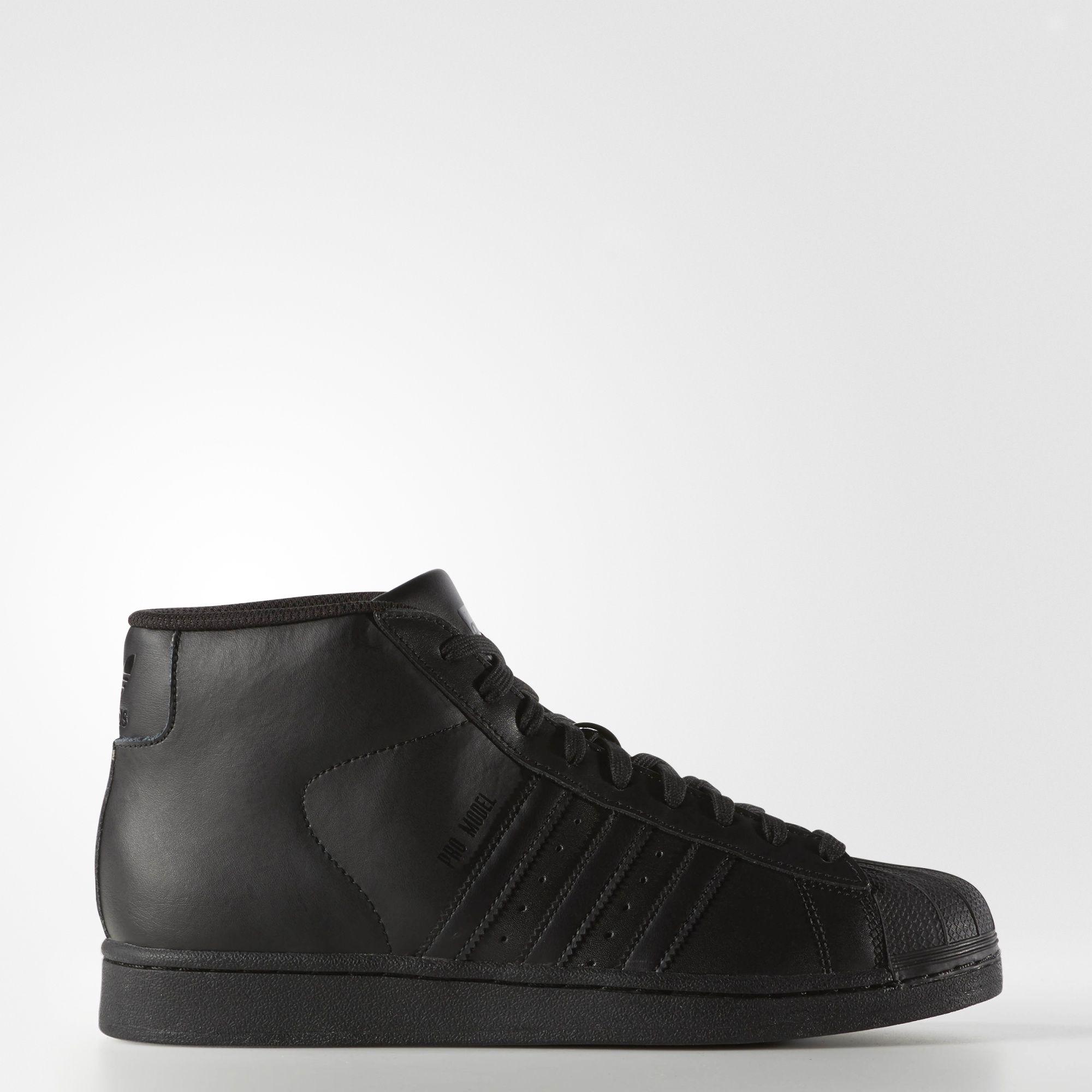 8ef578253c809 Version montante de la sneaker adidas Superstar, la Pro Model fut créée à  l'origine pour les joueurs de basketball professionnels.