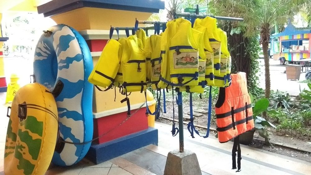 harga-sewa-pelampung-ciputra-waterpark-surabaya