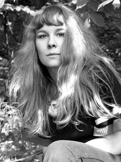 "SANDY DENNY ..... 1972 . Alexandra Elene MacLean ""Sandy"" Denny ) .... 1/6/1947 -- 4/21/1978 .......... lead singer for the folk rock band ....FAIRPORT CONVENTION. ...Born in London, England"
