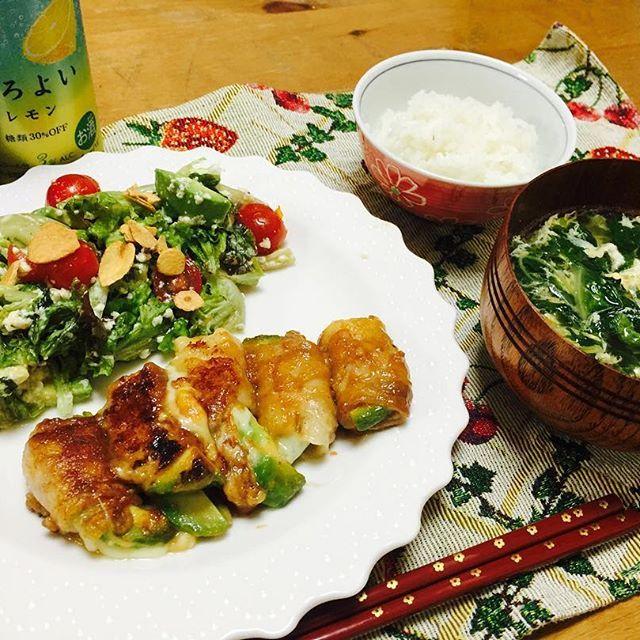 晩御飯 アボカドとチーズの肉巻き 水菜と卵のスープ