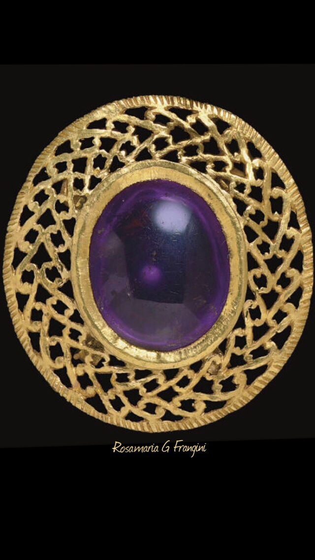 Rosamaria G Frangini | High Jewellery Ancient | A ROMAN GOLD AND AMETHYST BROOCH CIRCA 3RD-4TH CENTURY A.D.