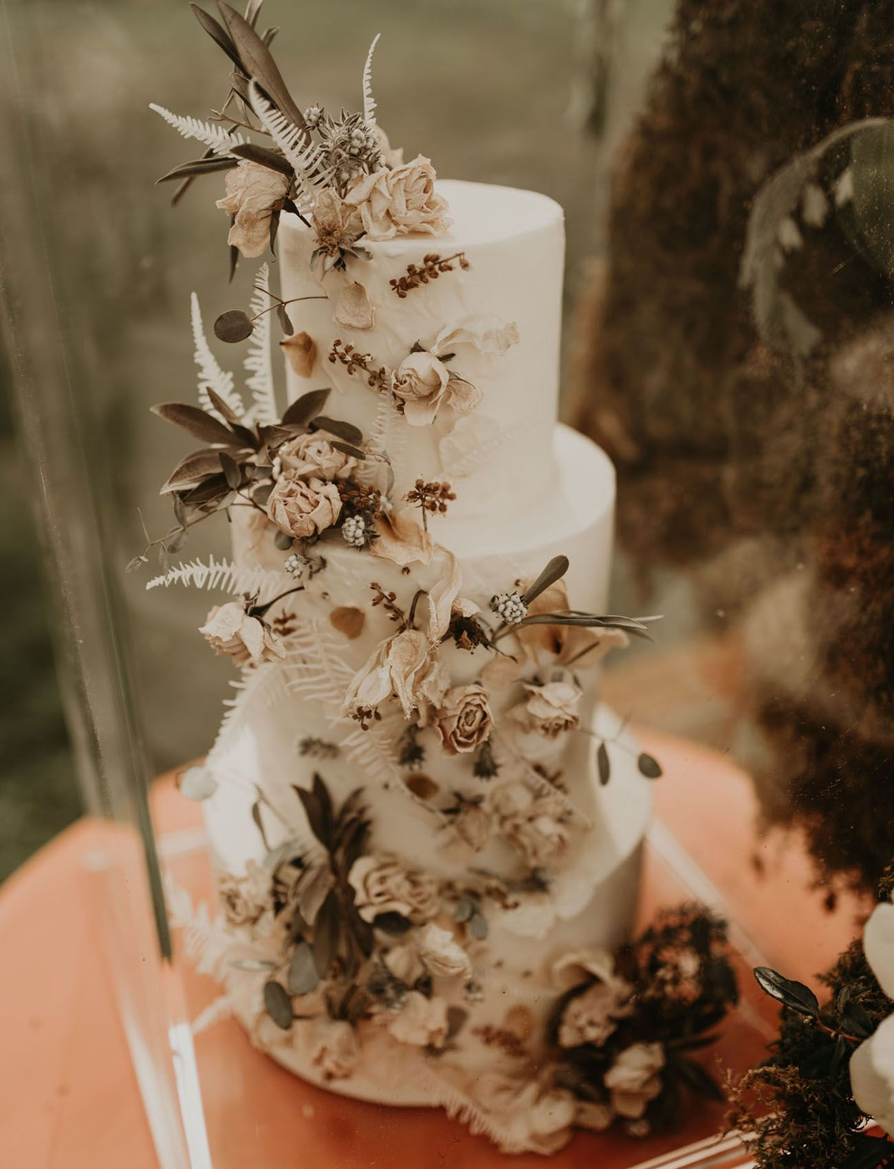 Botanical Details Blossom in this Wedding Inspiration for Romantics | Green Wedding Shoes
