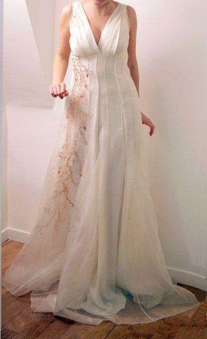Robe de mariée créateur en organza de soie brodée et cache-coeur