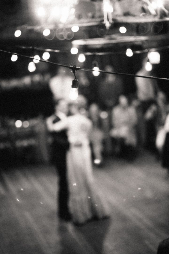 Bride and groom wedding dance | fabmood.com #wedding #rusticwedding #bridestyle #ido #engaged