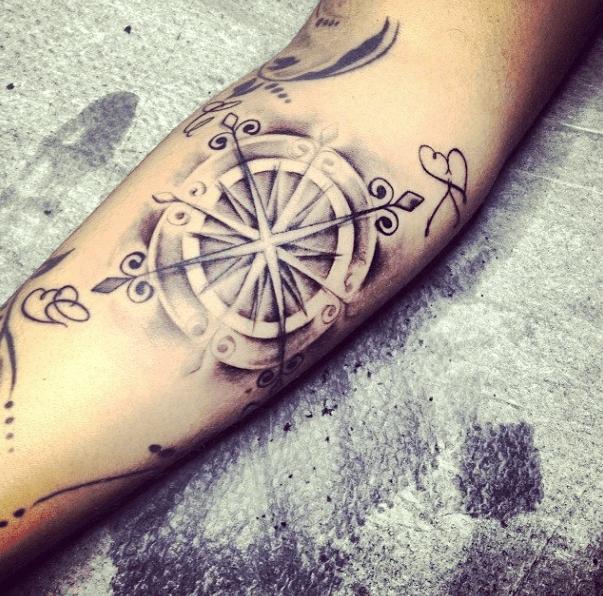 Tatouage Boussole Kr Rose Des Vents Compass Tattoo Tattoos Et