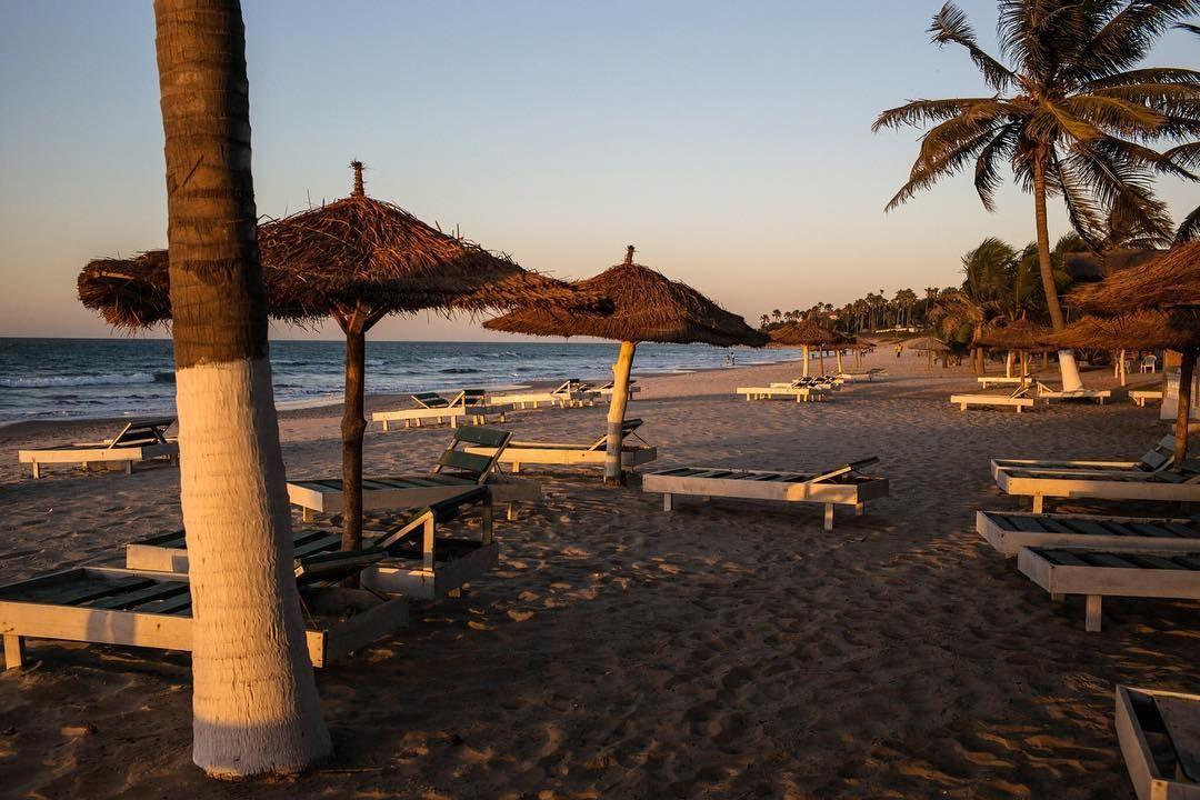 شواطئ فارغة في مدن سياحية في غامبيا نتيجة الأزمة السياسية التي تمر بها البلاد بالصور غامبيا بحر طبيعة سياحة بي بي سي Bb Instagram Outdoor Patio Umbrella