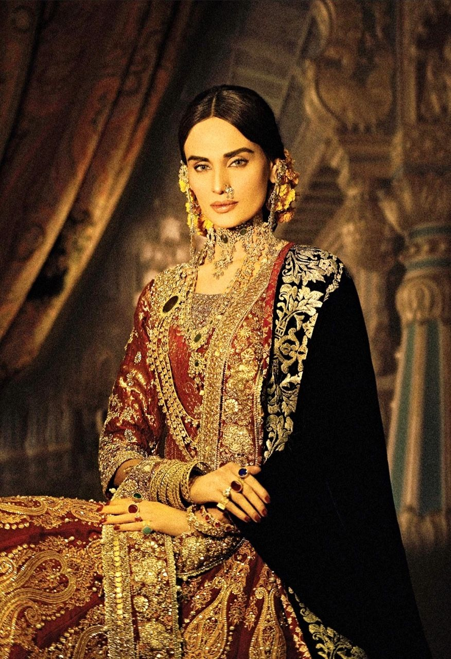 Mughal mahrani queen wearing royal clothes gold kundan mughal mahrani queen wearing royal clothes gold kundan jewels sciox Choice Image