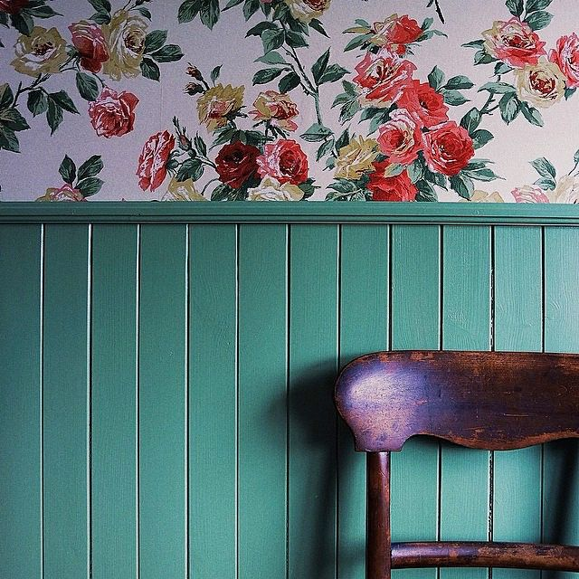 16 Beautiful Wallpapers From Readers Country Cottage Decor Cottage Wallpaper Floral Wallpaper