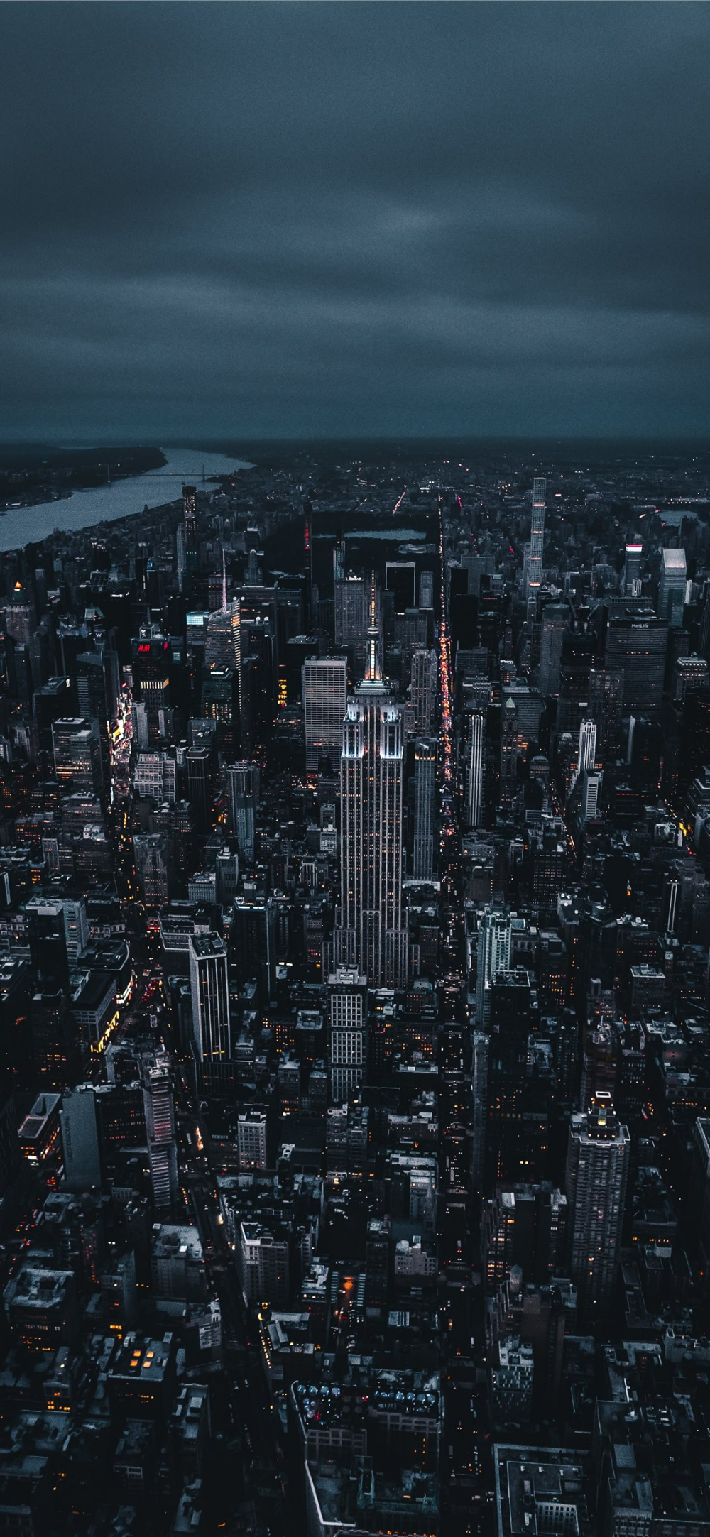 Free Download The Empire State Building Wallpaper Beaty Your Iphone Night Light Sky Skyscra New York Iphone Wallpaper City Wallpaper New York Wallpaper