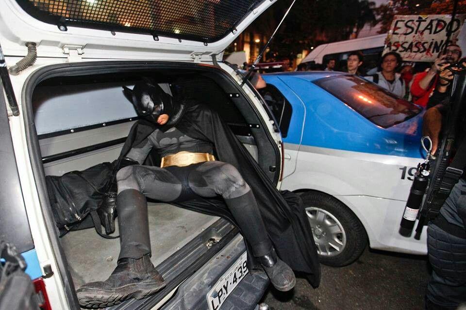 Batman is arrested in Rio | Elite Squad >>> Dark Knight