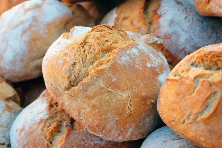 ¿Cómo conservar el pan crujiente y evitar que se endure?