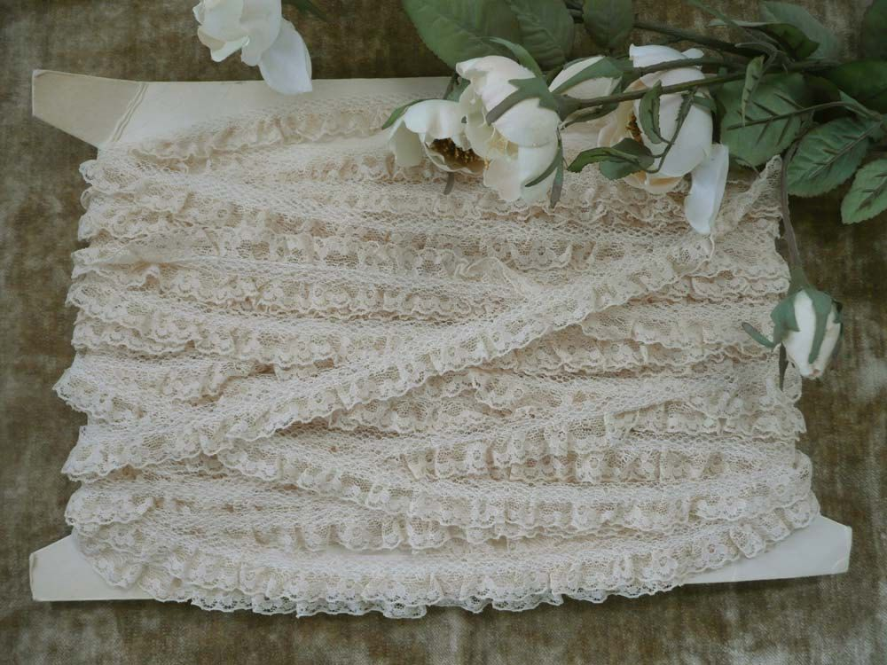 Twenty Eight Yards Of Dainty Narrow Off-White Vintage Lace With Scalloped Edge And Ruffle-  Great For Sewing Or Crafting by MossyCottage on Etsy
