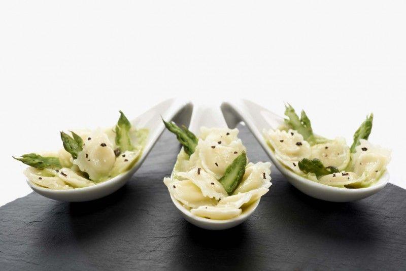 Recette Bouchées de ravioles au St Marcellin crème d'asperges - Une recette Saint Jean