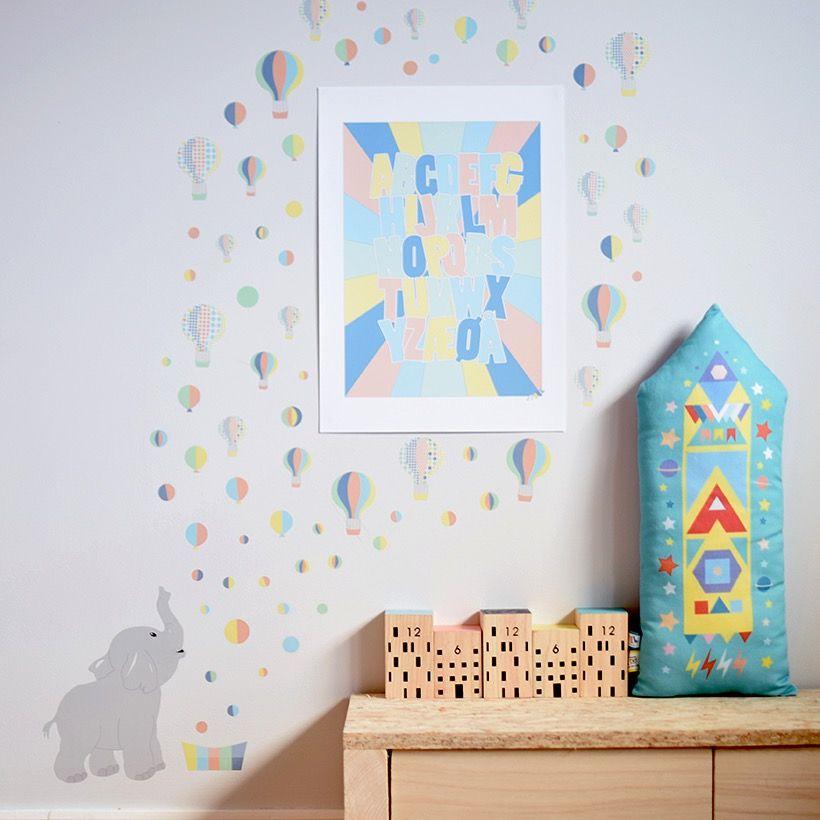 Navneplakat, wallstickers og pute fra Jubel - www.jubelshop.no Nameposter, pillow, kids design, room, Elephant, rakett, airballoon, luftballong, Rocket, elefant,