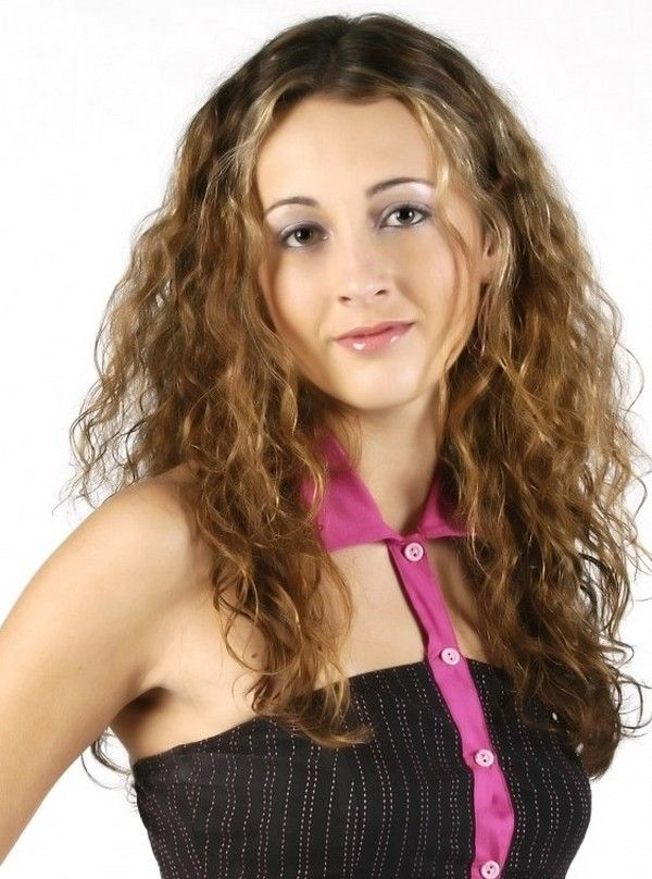 Hairstyles For Frizzy Hair Endearing Gorgeous Hairstyles For Frizzprone Hair  #frizzprone #gorgeous