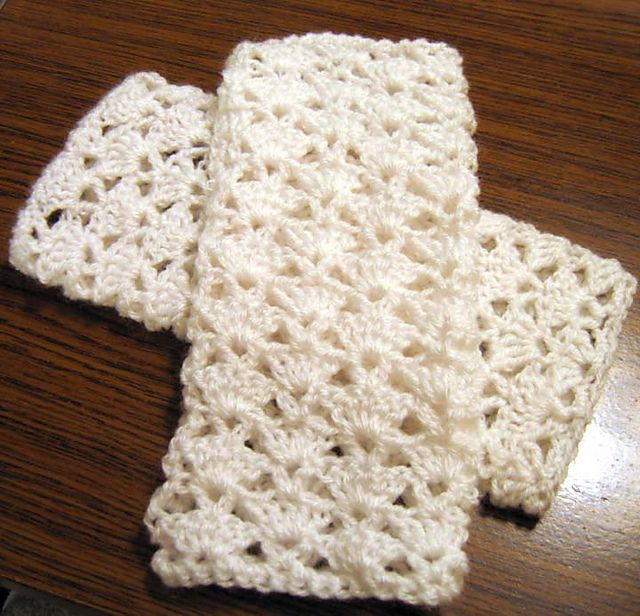 Lacy Fingerless Gloves. pattern.