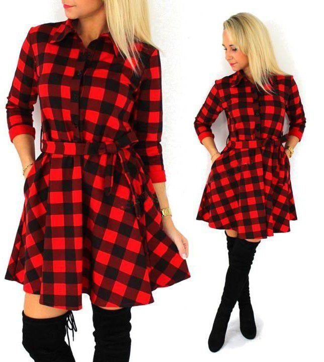 40477941f Vestido xadrez de manga 3/4 em tecido de algodão. Possui botões no decote
