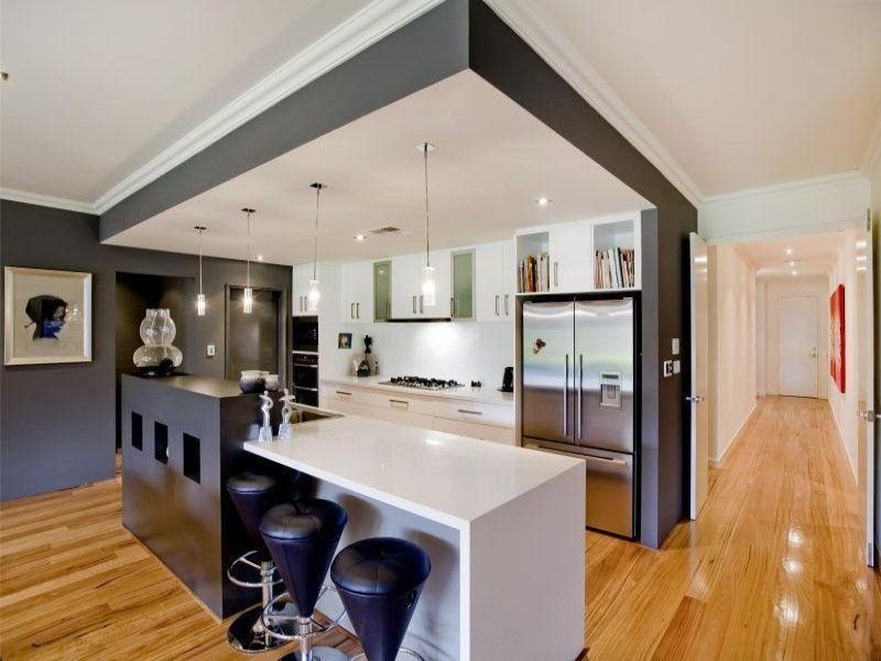 Modern Island Kitchen homey feel to the kitchen which feels quite modern. light
