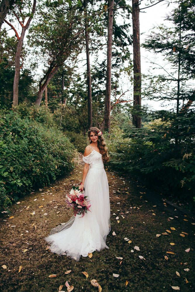 Emma And Andrew S Bohemian Washington Wedding At The Captain Whidbey Inn Was Inspired By Their Love