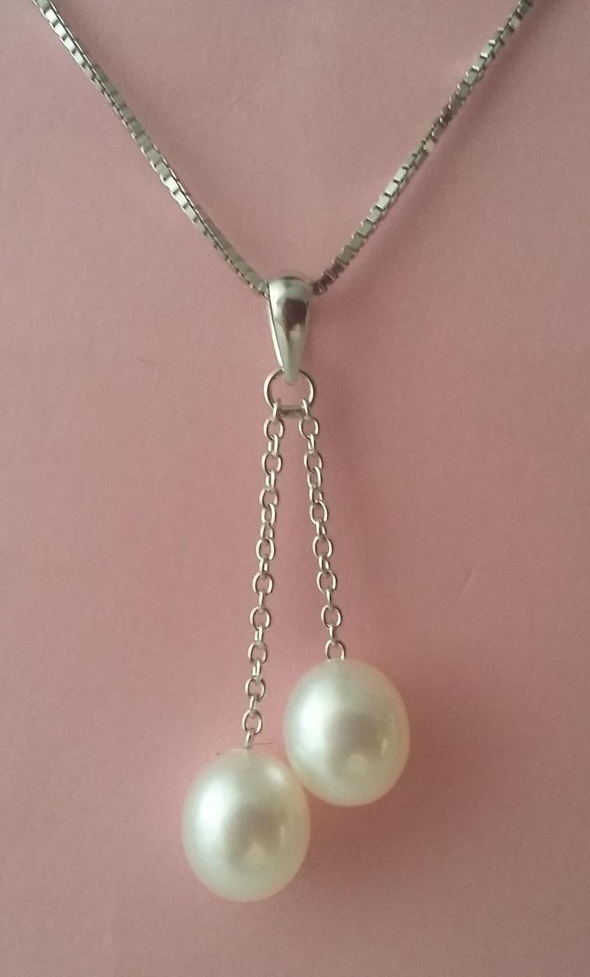 729058e4faf7 Colgante de perlas con cadena de plata  1