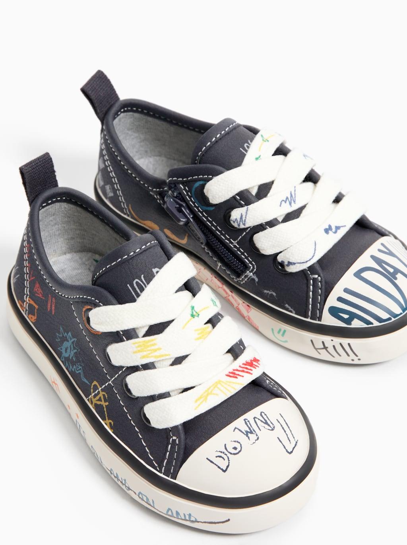Tenisowki Ze Zdobieniem W Stylu Graffiti Wiecej Buty Niemowle Chlopiec 3 Miesiace 5 Lata Dzieci Zara Pols Sneakers Sneakers Black Chuck Taylor Sneakers