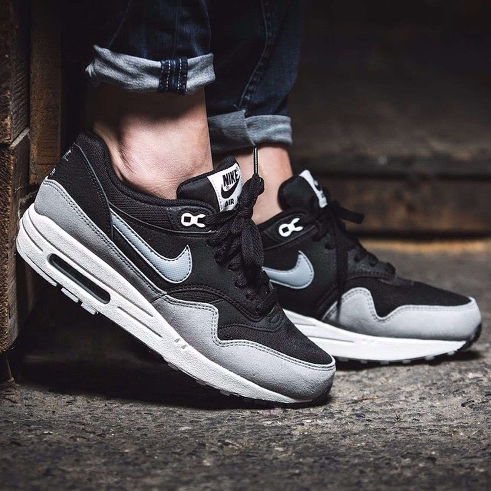 air max 1 essential black grey