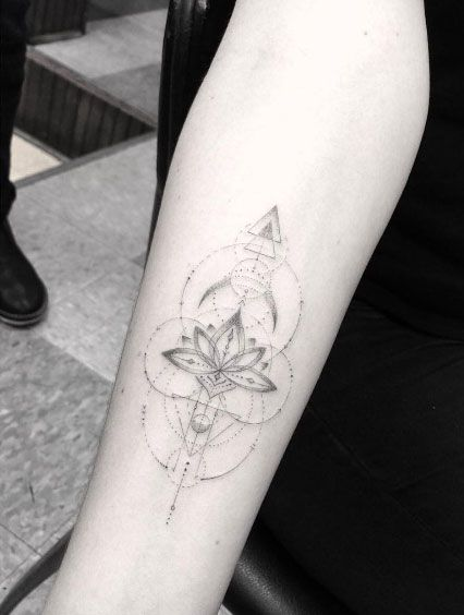 40 Ever So Tasteful Forearm Tattoos For Women Tattoos On Women