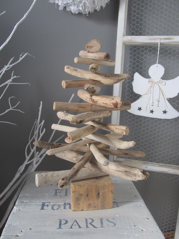 Sapin de noël en bois flotté sur un socle : Accessoires de maison ...